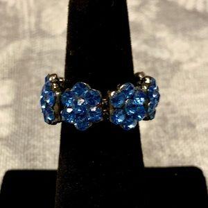 Jewelry - So cute. Blue stone flower elastic band ring.